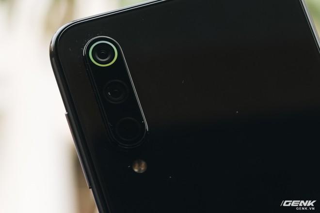 Trên tay Xiaomi Mi 9 SE: 8 triệu có Snapdragon 712, 3 camera, cảm biến vân tay dưới màn hình - Ảnh 13.