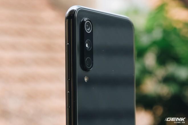 Trên tay Xiaomi Mi 9 SE: 8 triệu có Snapdragon 712, 3 camera, cảm biến vân tay dưới màn hình - Ảnh 12.