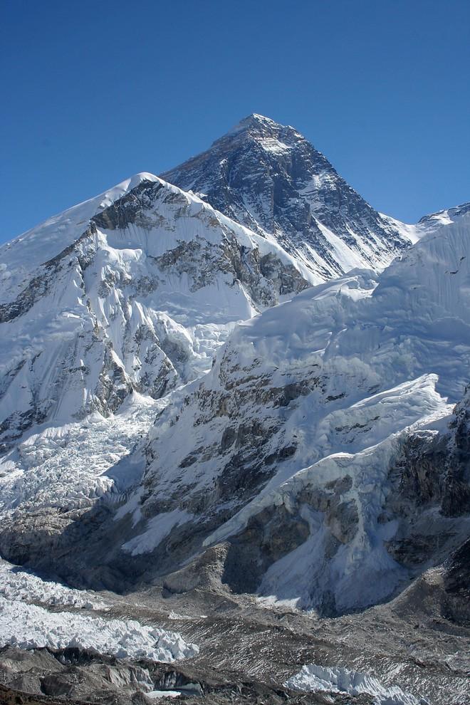Độ cao thực tế của đỉnh núi cao nhất thế giới Everest: khi người ta không dám công bố sự thật vì sợ không ai tin - Ảnh 2.