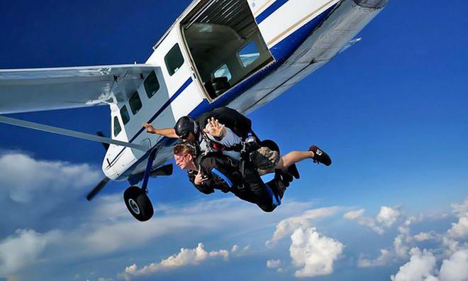 Tại sao các máy bay thương mại không trang bị dù cho các hành khách khi bay? - Ảnh 2.