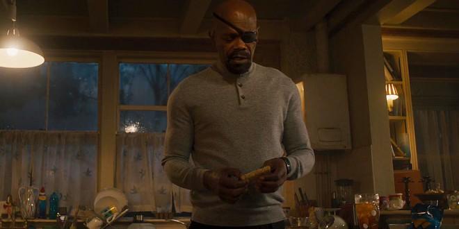 Từ mẩu bánh mì trong Age of Ultron, fan Marvel đang đồn đoán Nick Fury chính là một người Skrull - Ảnh 2.