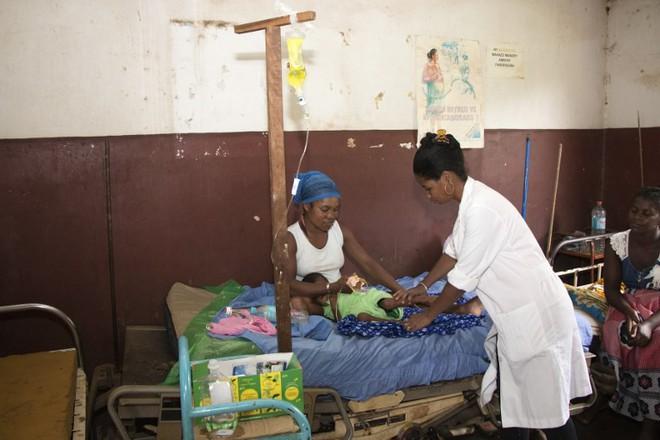 Gần 1.000 trẻ em ở Madagascar chết vì bệnh sởi, người dân không có đủ vắc-xin để tiêm - Ảnh 4.