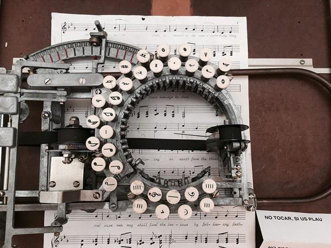 Có thể bạn chưa biết: Đây là máy đánh nốt nhạc từ những năm 1950s - Ảnh 2.