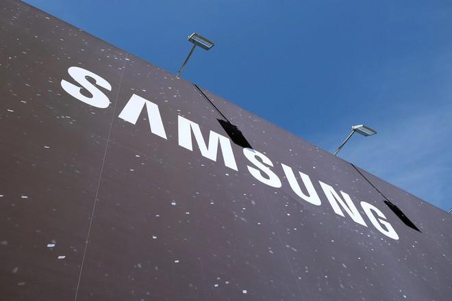 Huawei chia tay LG, BOE, chuyển sang dùng màn hình Samsung cho P30 Pro - Ảnh 1.