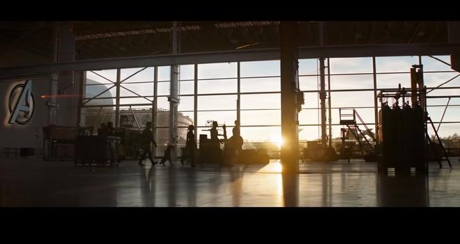 Giả thuyết: Cảnh Iron Man sống sót trở về trong trailer Endgame chỉ là cú lừa của nhà làm phim? - Ảnh 2.