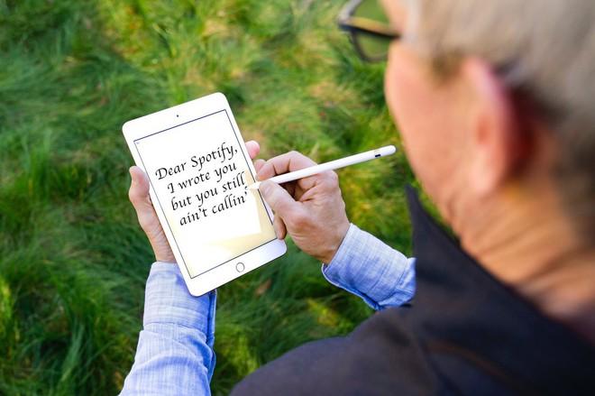 Tim Cook vừa khoe iPad mini 5 và Apple Pencil, dân tình đã kịp chế meme - Ảnh 2.