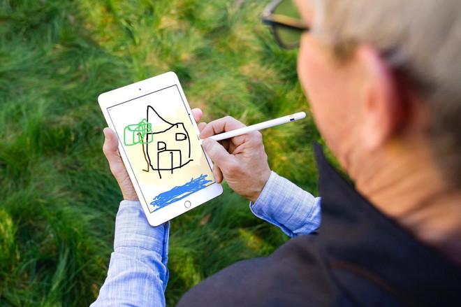 Tim Cook vừa khoe iPad mini 5 và Apple Pencil, dân tình đã kịp chế meme - Ảnh 4.
