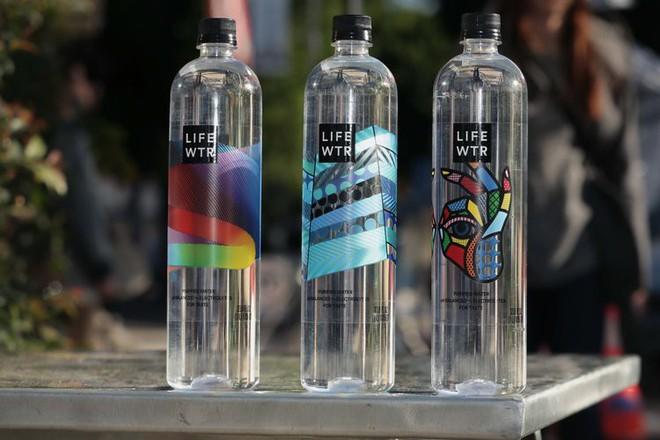 Tạp chí Business Insider: Nước đóng chai chính là cú lừa lớn nhất thế kỷ 21 - Ảnh 7.