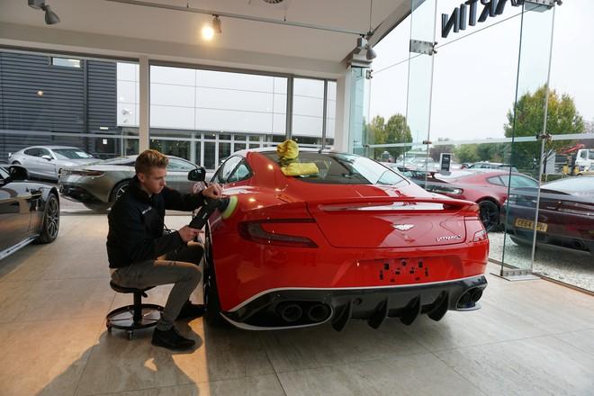 Chủ công ty tân trang xế hộp trẻ nhất thế giới: Buôn headphone Trung Quốc, rửa xe kiếm tiền từ năm 8 tuổi - Ảnh 5.