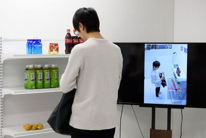 AI Nhật Bản có thể phát hiện ra kẻ nào đang chuẩn bị ăn trộm trong siêu thị - Ảnh 1.