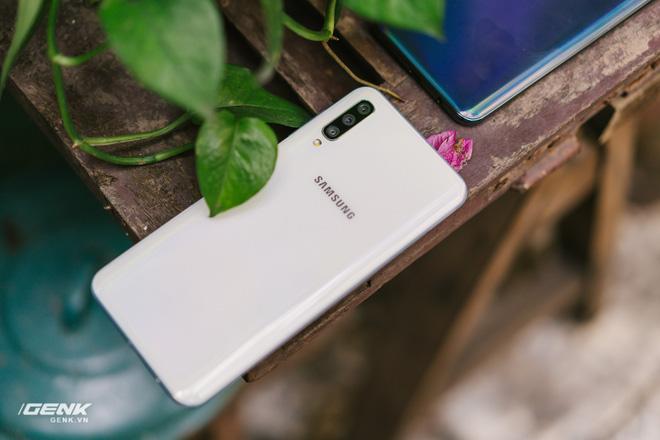 Đánh giá chi tiết Samsung Galaxy A50 - Mới mẻ từ trong ra ngoài, nhưng vẫn có vị Samsung - Ảnh 22.