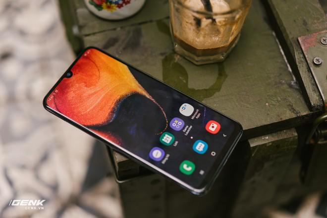 Đánh giá chi tiết Samsung Galaxy A50 - Mới mẻ từ trong ra ngoài, nhưng vẫn có vị Samsung - Ảnh 11.