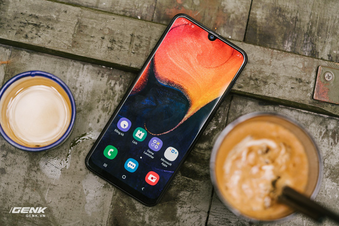 Đánh giá chi tiết Samsung Galaxy A50 - Mới mẻ từ trong ra ngoài, nhưng vẫn có vị Samsung - Ảnh 10.