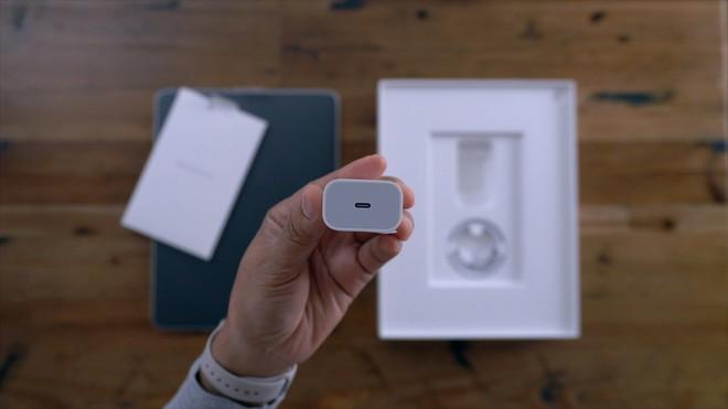 iPhone 11 sẽ có khả năng sạc không dây cho Apple Watch và AirPods, đi kèm củ sạc nhanh USB-C 18W? - Ảnh 2.