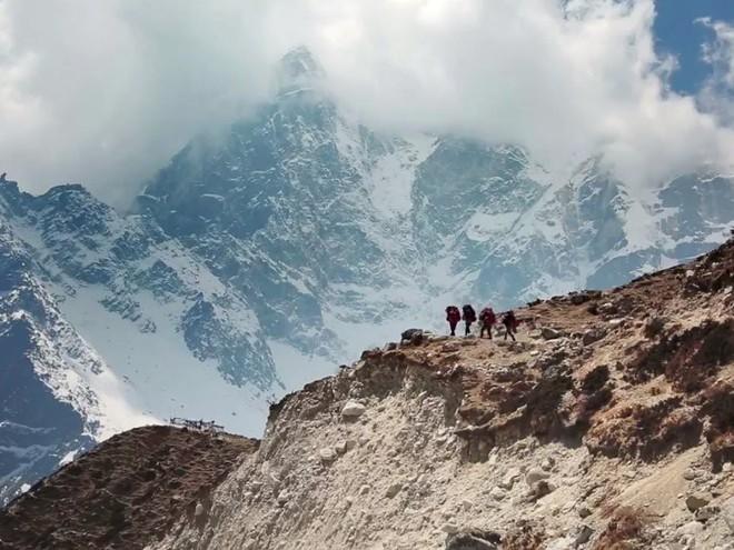 Không chỉ xác người trên Everest, băng tan còn khiến thế giới phải đối mặt với một hiểm họa đáng sợ hơn thế - Ảnh 2.