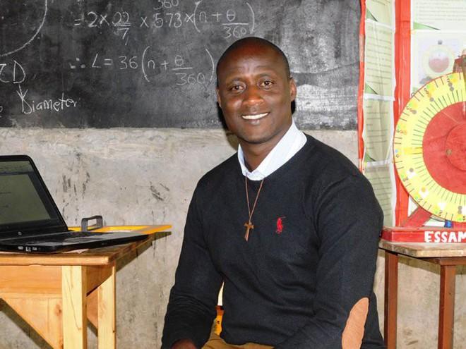 Cống hiến toàn tâm trí và 80% lương cho giáo dục, thầy giáo khoa học Kenya vừa được đền đáp bằng giải thưởng 1 triệu USD - Ảnh 2.