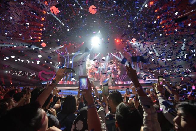 """Ngắm lại khoảnh khắc bùng nổ của Dua Lipa và Đông Nhi tại đêm nhạc """"Siêu Sinh Nhật"""" - Ảnh 3."""
