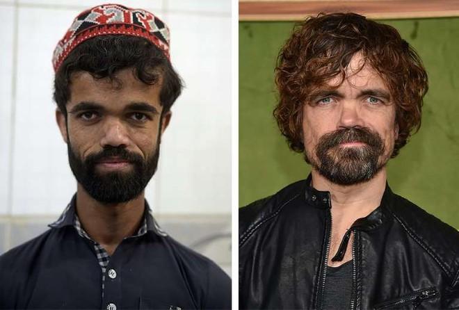 Anh bồi bàn Pakistan bỗng dưng nổi tiếng vì có ngoại hình giống hệt tài tử 1,35m trong Game Of Thrones - Ảnh 1.