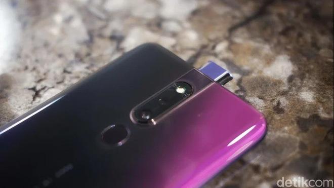 OPPO F11 Pro lộ ảnh trên tay rõ nét với camera selfie thò thụt, màn hình tràn cạnh chiếm 90.9% diện tích mặt trước - Ảnh 7.