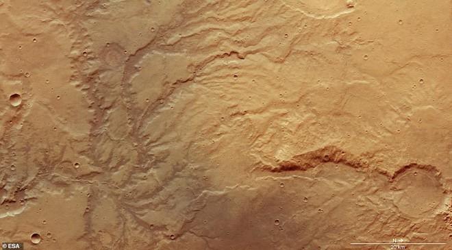 Hình chụp Sao Hỏa từ vệ tinh cho thấy vết tích những dòng sông cổ có tuổi thọ cả tỷ năm - Ảnh 4.