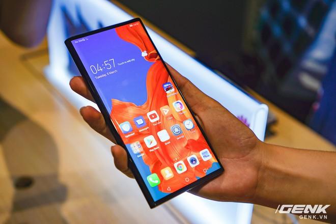Huawei Mate X đầu tiên đã về Việt Nam: gập mở dễ dàng, ít bị nhăn, tính năng soi gương trên camera khá hay, giá khoảng 60 triệu - Ảnh 2.