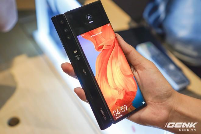 Huawei Mate X đầu tiên đã về Việt Nam: gập mở dễ dàng, ít bị nhăn, tính năng soi gương trên camera khá hay, giá khoảng 60 triệu - Ảnh 13.