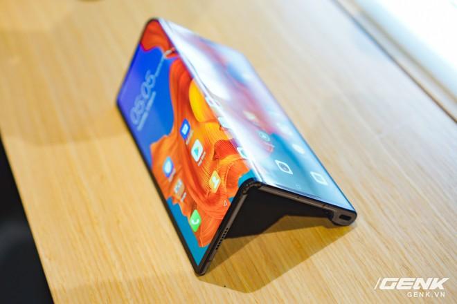 Huawei Mate X đầu tiên đã về Việt Nam: gập mở dễ dàng, ít bị nhăn, tính năng soi gương trên camera khá hay, giá khoảng 60 triệu - Ảnh 18.
