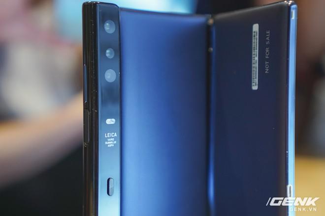 Huawei Mate X đầu tiên đã về Việt Nam: gập mở dễ dàng, ít bị nhăn, tính năng soi gương trên camera khá hay, giá khoảng 60 triệu - Ảnh 15.