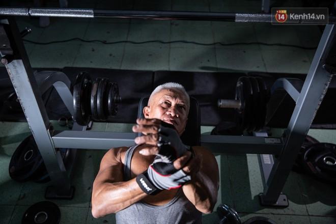 Chú thợ hồ 62 tuổi có thân hình lực sĩ ở Sài Gòn: Đi coi phim Mỹ thấy diễn viên sao đẹp quá, to con quá, chú mê! - Ảnh 4.