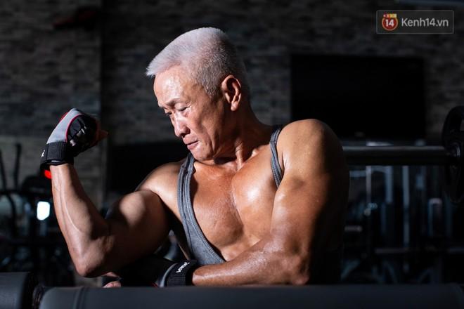 Chú thợ hồ 62 tuổi có thân hình lực sĩ ở Sài Gòn: Đi coi phim Mỹ thấy diễn viên sao đẹp quá, to con quá, chú mê! - Ảnh 7.