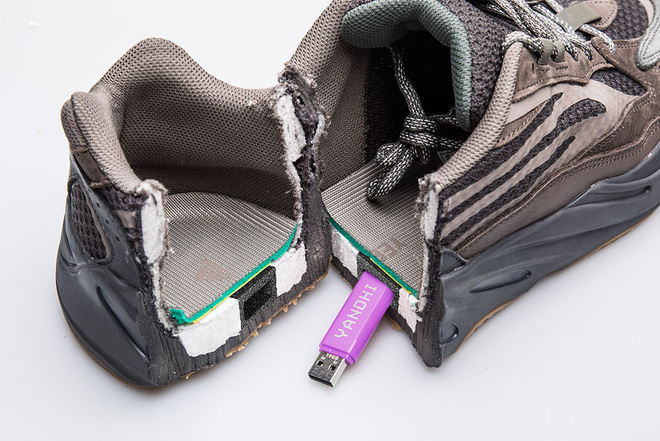 Thanh niên Mỹ bất ngờ tìm thấy USB chứa album rap của Kanye West khi cưa đôi giày Yeezy 700 - Ảnh 3.