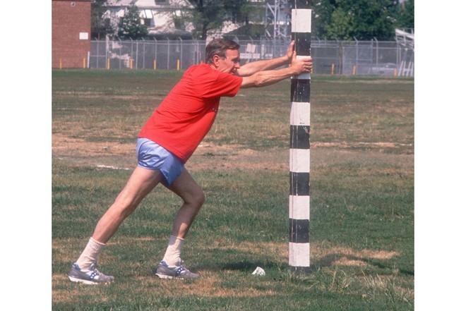 Nổi tiếng yêu thể thao, các đời Tổng thống Mỹ thích đeo sneakers gì khi đi chạy? - Ảnh 6.