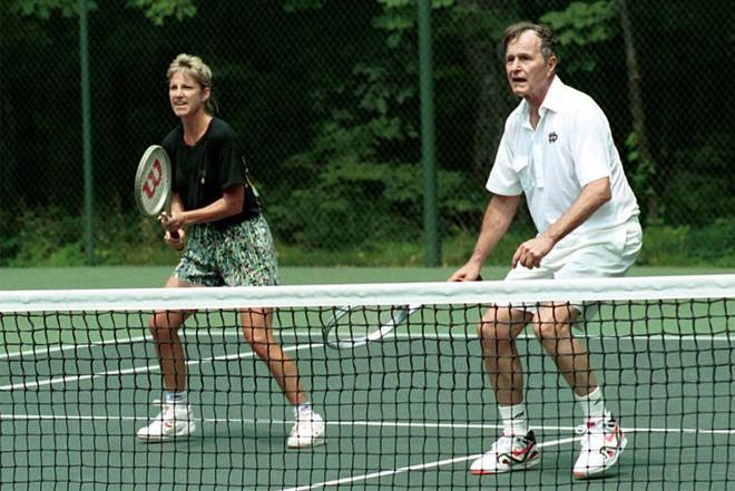 Nổi tiếng yêu thể thao, các đời Tổng thống Mỹ thích đeo sneakers gì khi đi chạy? - Ảnh 8.