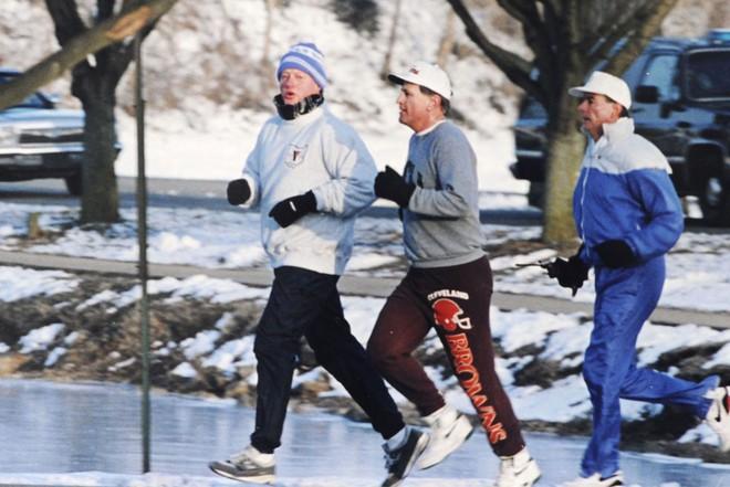 Nổi tiếng yêu thể thao, các đời Tổng thống Mỹ thích đeo sneakers gì khi đi chạy? - Ảnh 10.