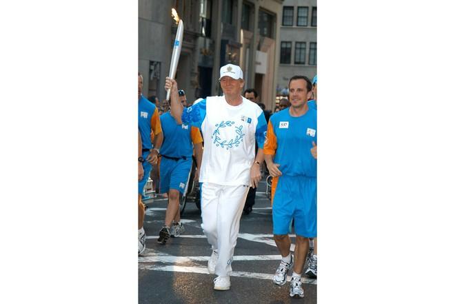 Nổi tiếng yêu thể thao, các đời Tổng thống Mỹ thích đeo sneakers gì khi đi chạy? - Ảnh 17.