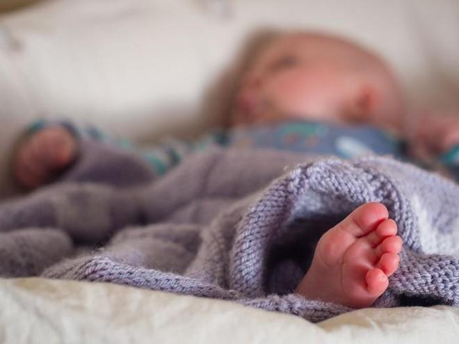 10 trẻ nhỏ tử vong do sử dụng nôi ru ngủ hãng Fisher-Price và lời cảnh báo tới toàn thể phụ huynh - Ảnh 1.