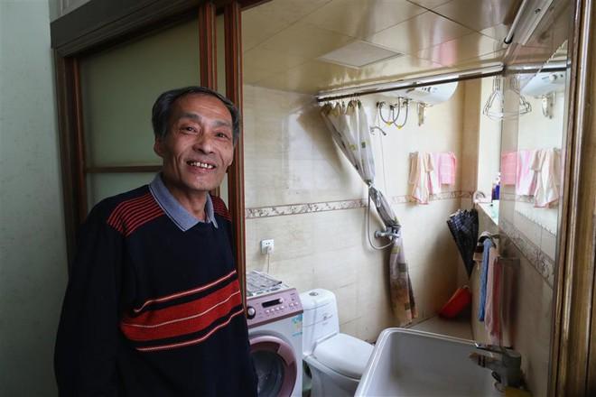 Cận cảnh cuộc sống lao đao trong toà nhà mỏng như tờ giấy ở Thượng Hải - Ảnh 3.