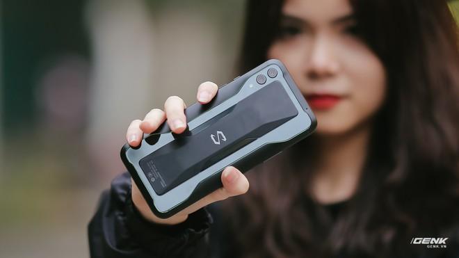 Nhận thấy sai lầm khi gỡ bỏ jack cắm 3.5mm, Xiaomi sẽ mang jack cắm này quay trở lại các thế hệ Black Shark về sau - Ảnh 1.