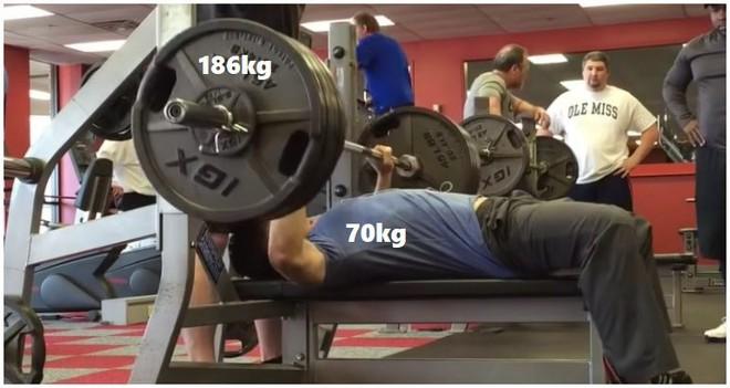 Nặng 70kg nhưng đẩy được tạ 186kg, anh chàng châu Á khiến internet bất ngờ vì khả năng thiên phú - Ảnh 2.