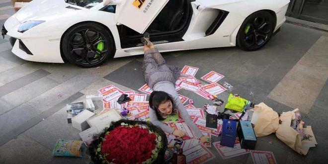 Trung Quốc có hẳn một ngành công nghiệp chuyên làm giả sự giàu có, giá khởi điểm 20.000 đồng - Ảnh 2.