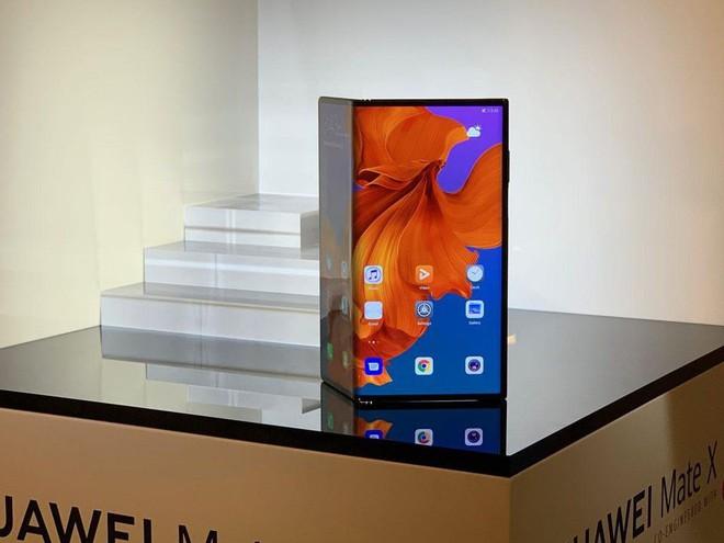 Samsung và Huawei đặt cược vào việc smartphone màn hình gập giúp hồi sinh doanh số smartphone - Ảnh 1.