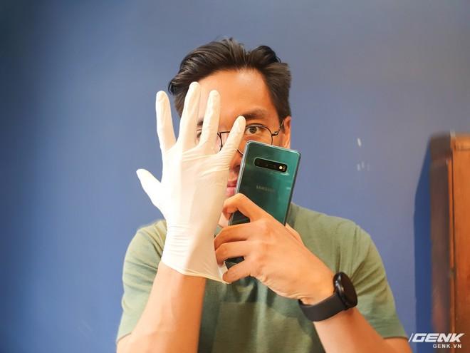 Nghe nói Galaxy S10 nhận cả vân tay khi đang đeo găng tay y tế, chúng tôi đã thử và bất ngờ trước kết quả nhận được - Ảnh 2.