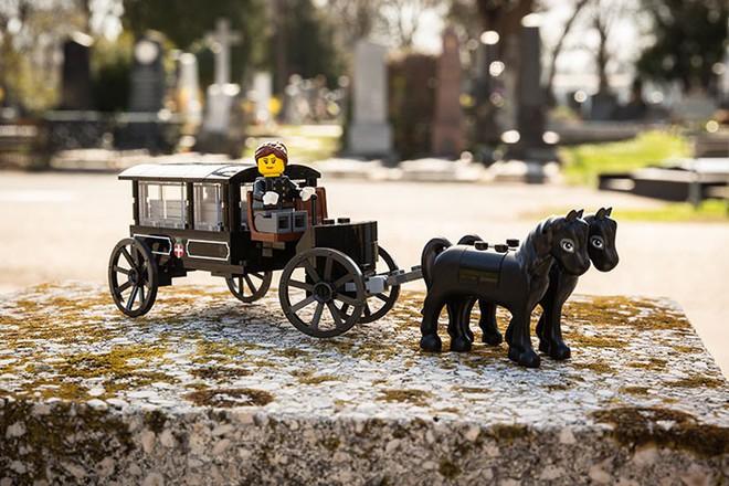 Một nghĩa trang ở Áo tung ra bộ xếp hình LEGO chủ đề... đám tang, bạn có dám mua cho con mình chơi? - Ảnh 6.
