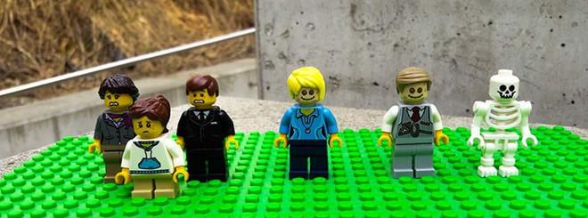 Một nghĩa trang ở Áo tung ra bộ xếp hình LEGO chủ đề... đám tang, bạn có dám mua cho con mình chơi? - Ảnh 3.