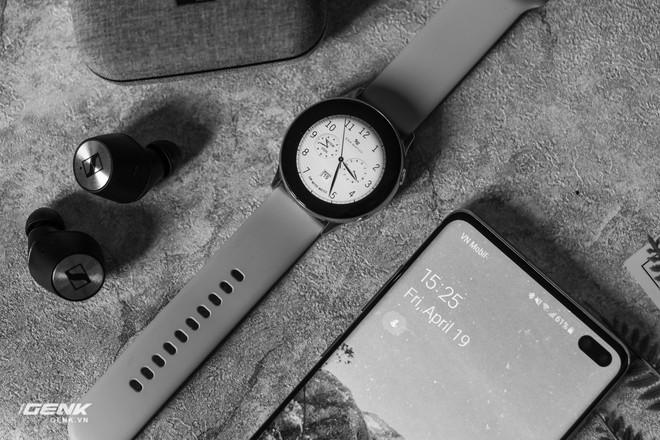 Đánh giá đồng hồ Samsung Galaxy Watch Active: thiết kế tối giản là điểm cộng, hợp với người yêu thể thao - Ảnh 1.
