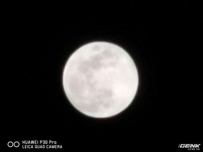 Thử chụp trăng bằng Huawei P30 Pro và so sánh với iPhone XS Max - Ảnh 4.