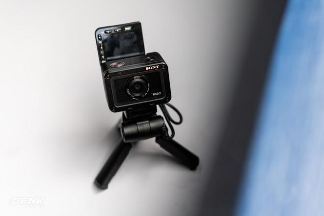 Trên tay máy ảnh Sony RX0 mark II: Siêu nhỏ, quay phim 4K, màn hình lật - Ảnh 11.