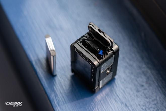 Trên tay máy ảnh Sony RX0 mark II: Siêu nhỏ, quay phim 4K, màn hình lật - Ảnh 6.