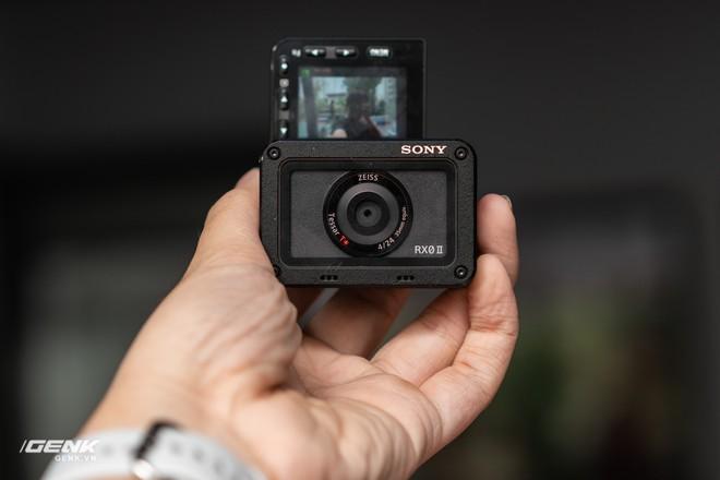 Trên tay máy ảnh Sony RX0 mark II: Siêu nhỏ, quay phim 4K, màn hình lật - Ảnh 9.
