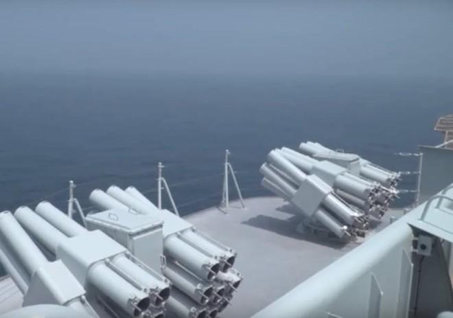 Trung Quốc lần đầu tung hình ảnh về chiếc tàu sân bay được sản xuất trong nước - Ảnh 4.